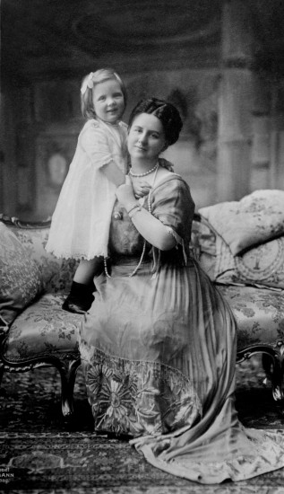Queen Wilhelmina and daughter Queen Juliana