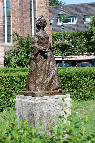 Statue of Princess Marianne outside the church