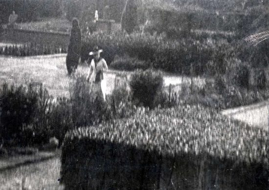 Augusta Victoria in the gardens of Amerongen Castle