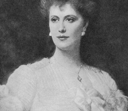 Sklavenhintern von Lady Susan mit Peitsche gequält