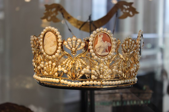 Royal Crowns At The Diamond Museum History Of Royal Women
